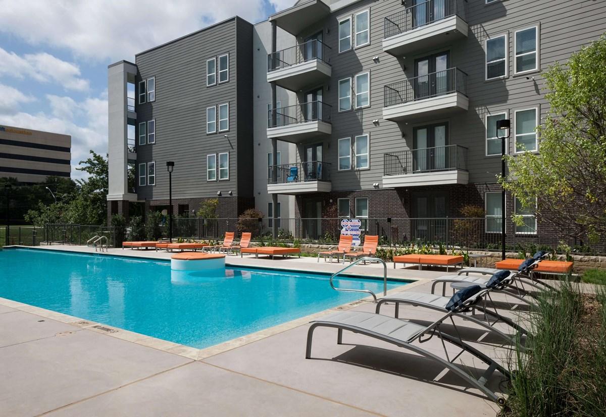 Pool at Listing #281522