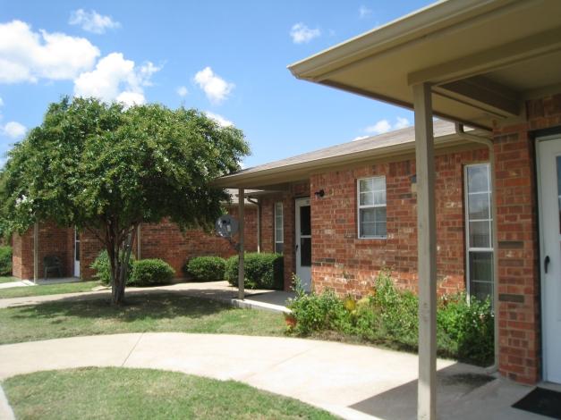 Oak Timbers Ennis Apartments Ennis, TX