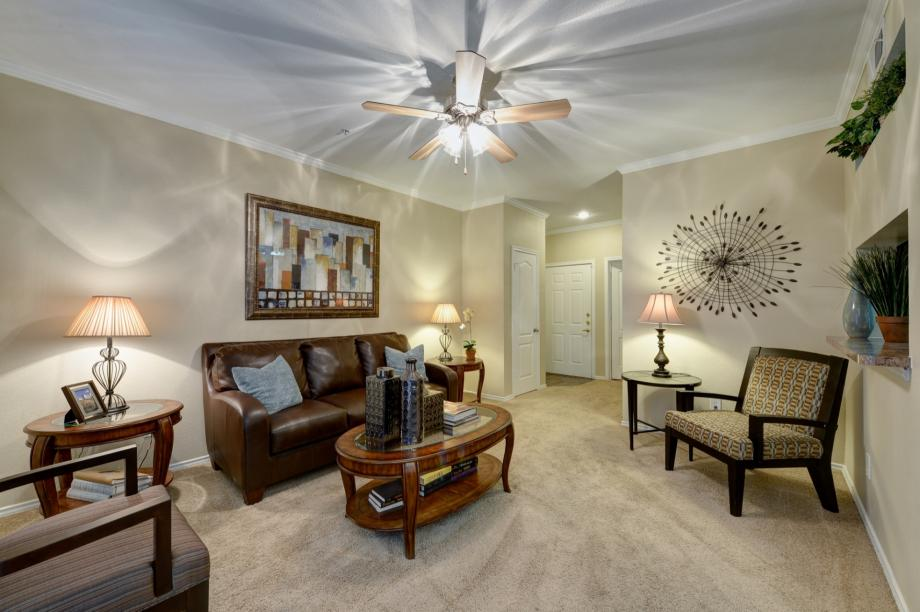 Living at Listing #137567