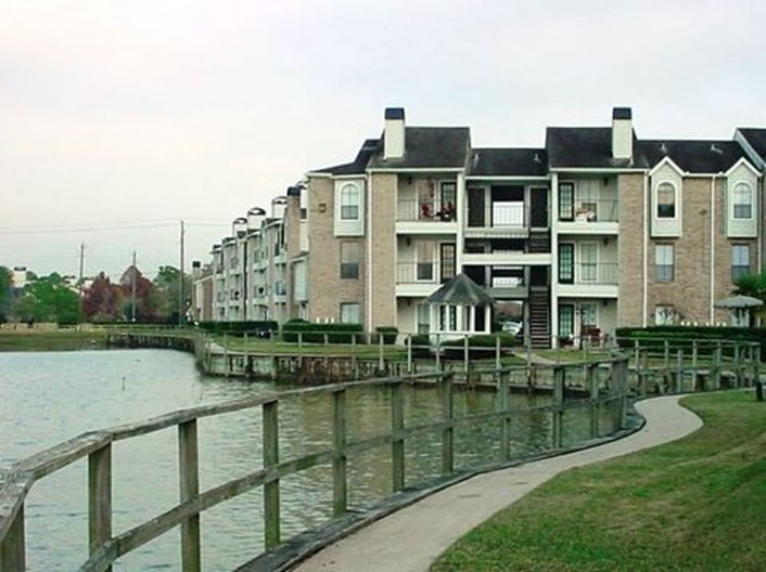 Point at Windmill Lakes Apartments