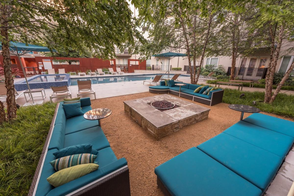 Lounge at Listing #149174