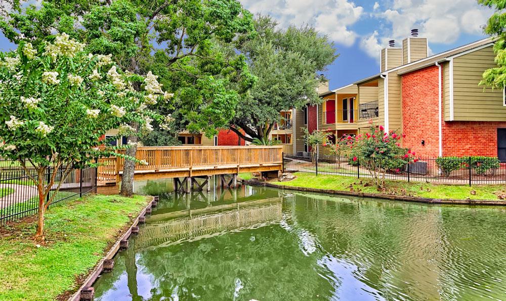 Del Lago Apartments Houston TX