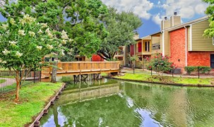 Del Lago Apartments Houston TX