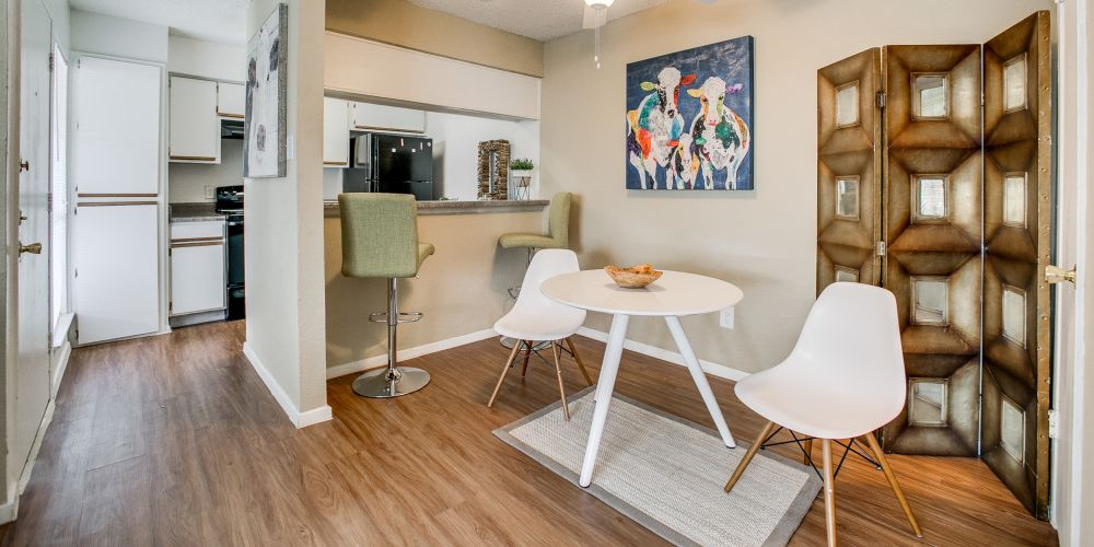 Dining at Listing #135819