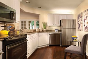 Kitchen at Listing #299821