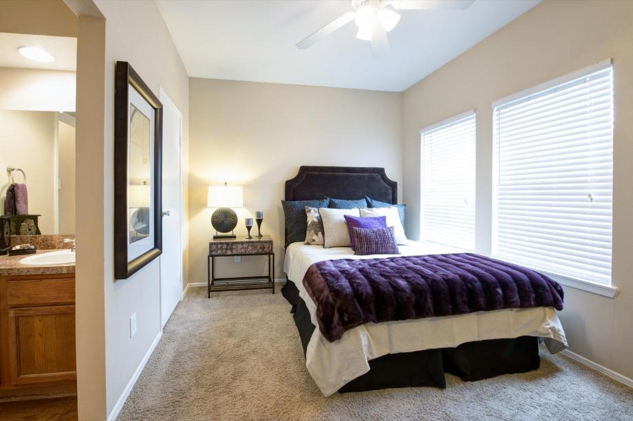 Bedroom at Listing #136084