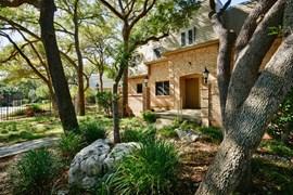 Le Montreaux Apartments Austin TX