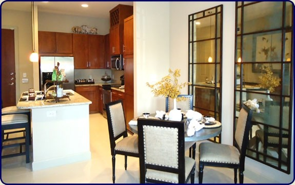 Dining at Listing #147477