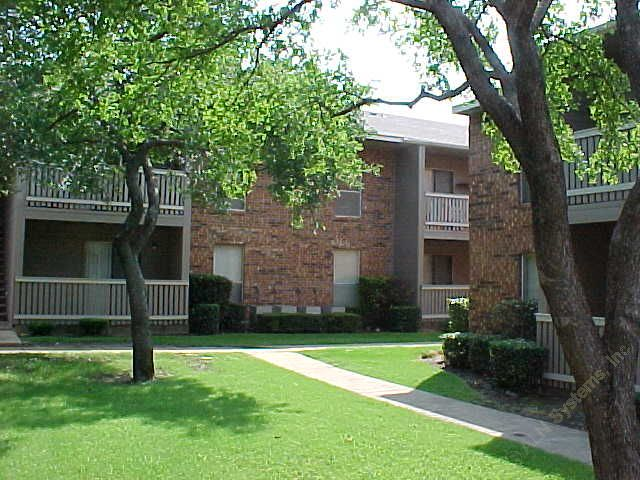 Exterior 5 at Listing #135906