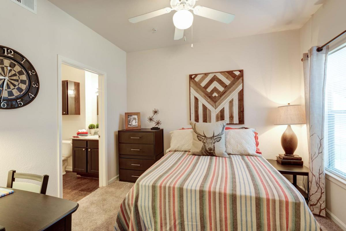 Bedroom at Listing #143945