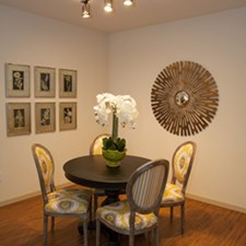 Dining at Listing #276729