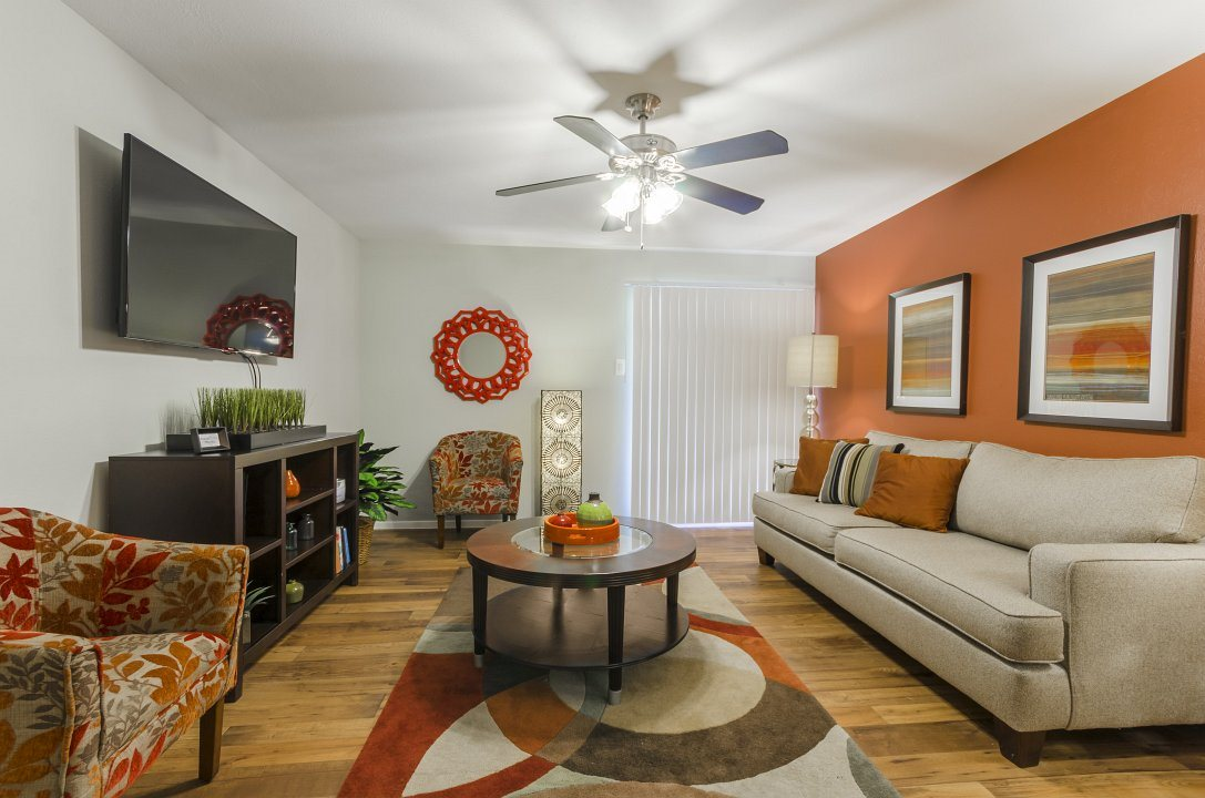 Living Room at Listing #137153