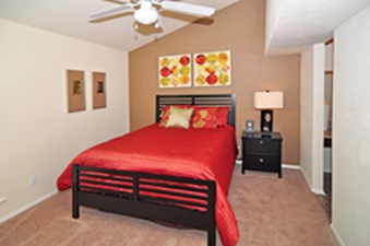 Bedroom at Listing #136066