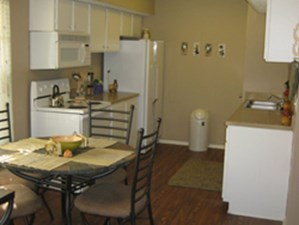 Dining at Listing #141116