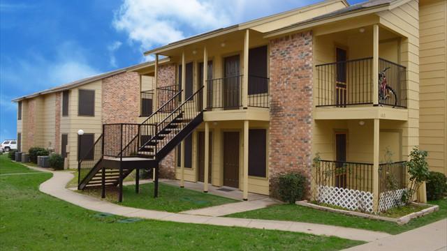 Azlewood ApartmentsAzleTX