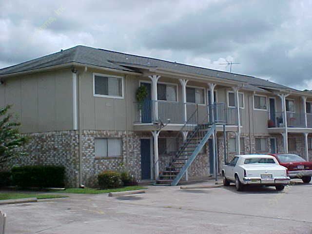 Exterior 2 at Listing #139260