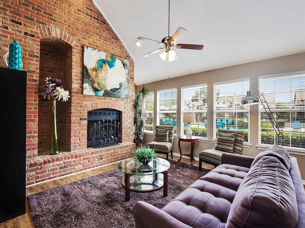 Lounge at Listing #136210