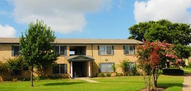 Oaks on Lamar Apartments Austin TX