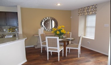Dining at Listing #136155