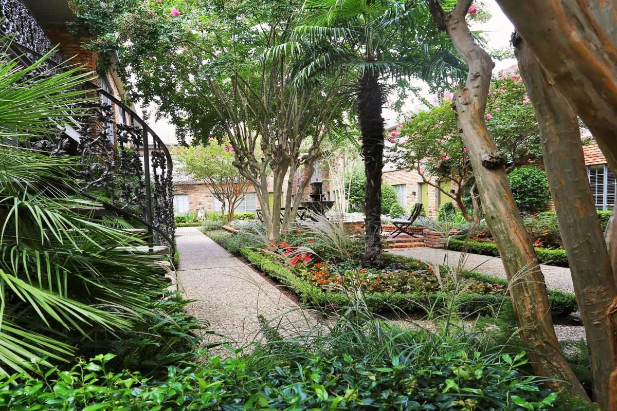 Courtyard at Listing #139655