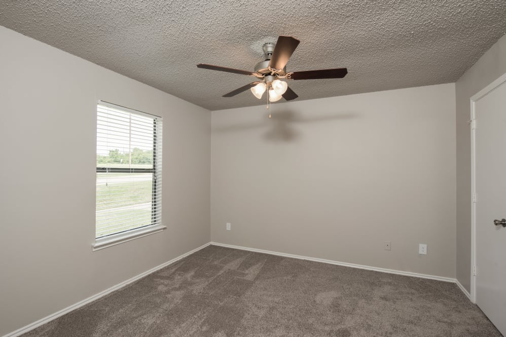 Bedroom at Listing #136297