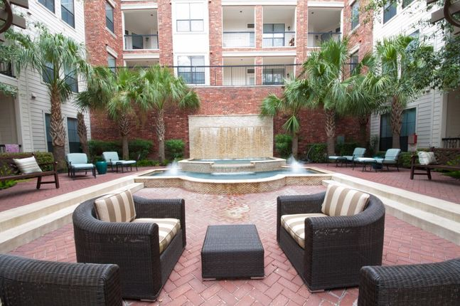 Lounge at Listing #139624