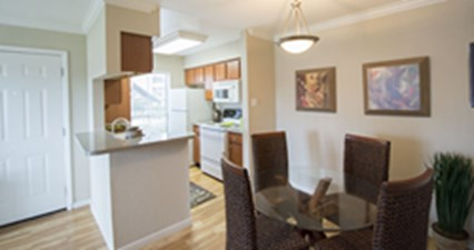 Dining at Listing #138316