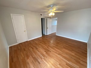Bedroom at Listing #307307