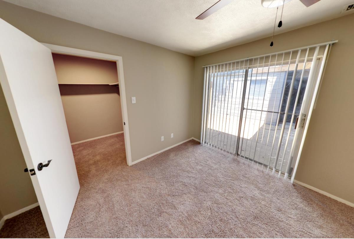 Bedroom at Listing #137550