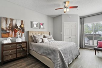Bedroom at Listing #136198