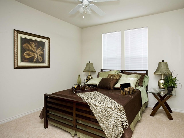 Bedroom at Listing #245782