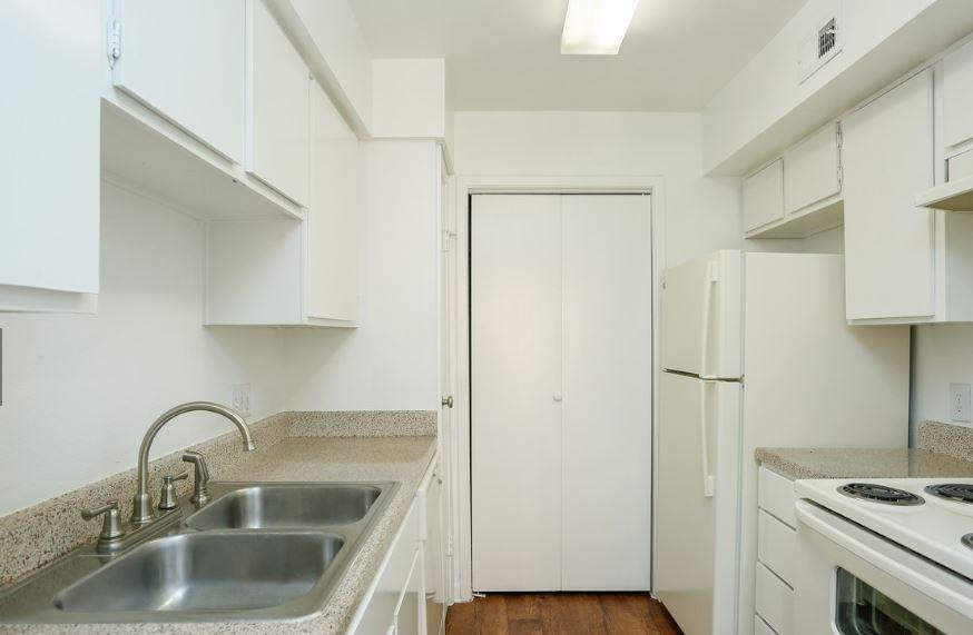 Kitchen at Listing #138362