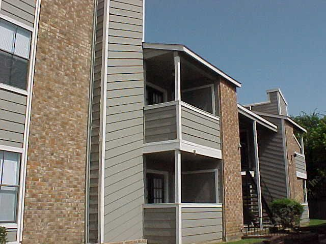 Exterior 2 at Listing #136129