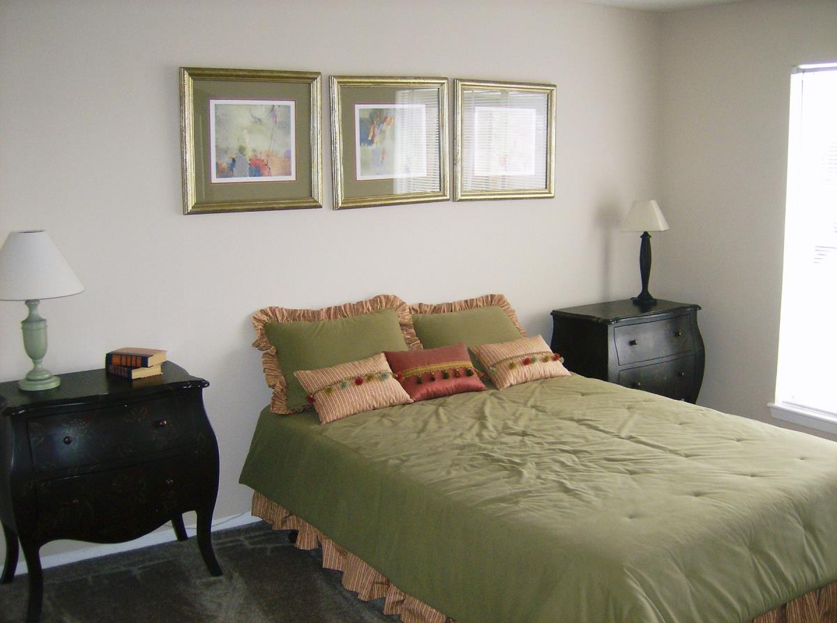 Bedroom at Listing #139922