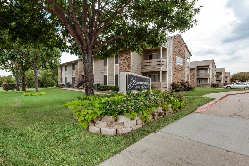 Running Brook Apartments Arlington, TX