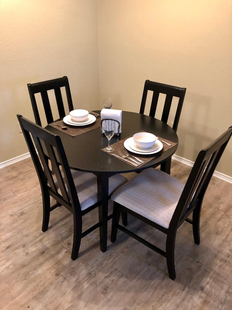 Dining at Listing #136820