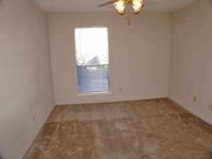 Bedroom at Listing #138478