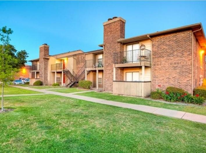 Pine Oaks Apartments