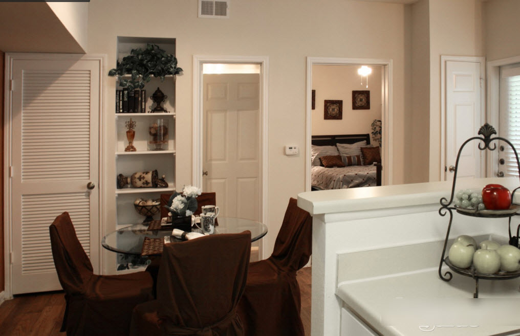 Dining at Listing #138302