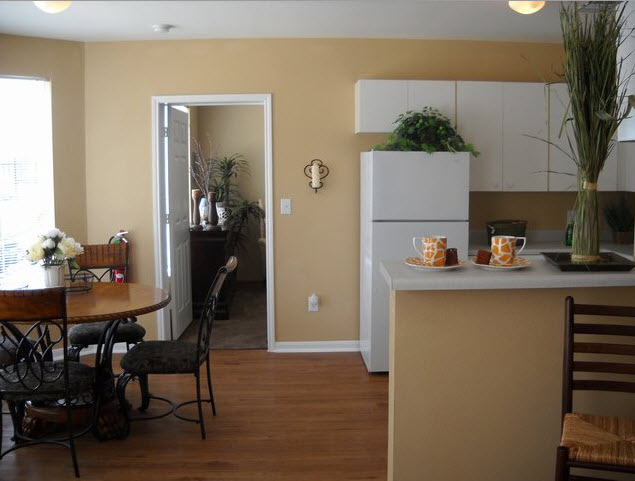 Dining/Kitchen at Listing #140102
