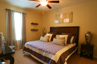 Bedroom at Listing #144211