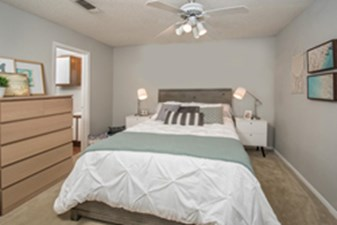 Bedroom at Listing #141042