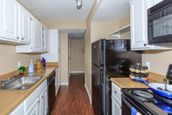 Kitchen at Listing #138622