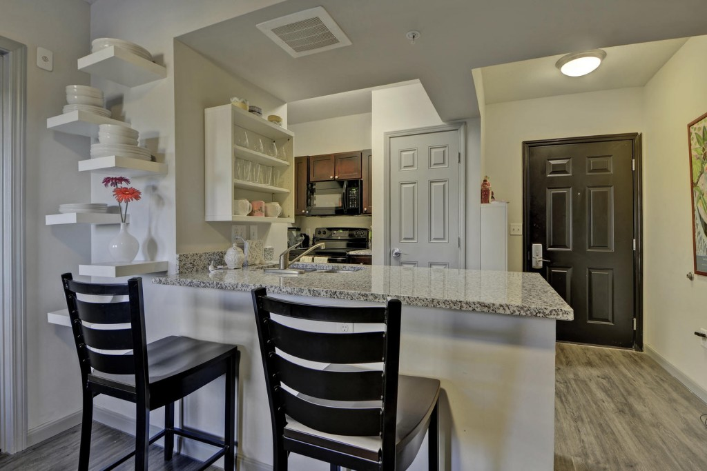 Dining at Listing #267355