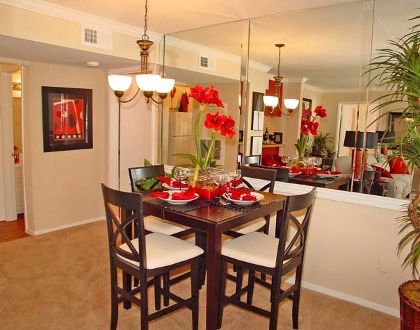 Dining at Listing #138639