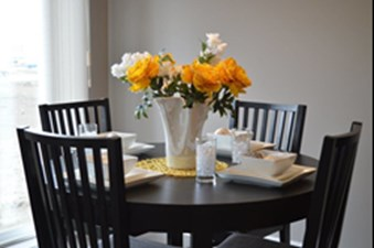 Dining at Listing #292646