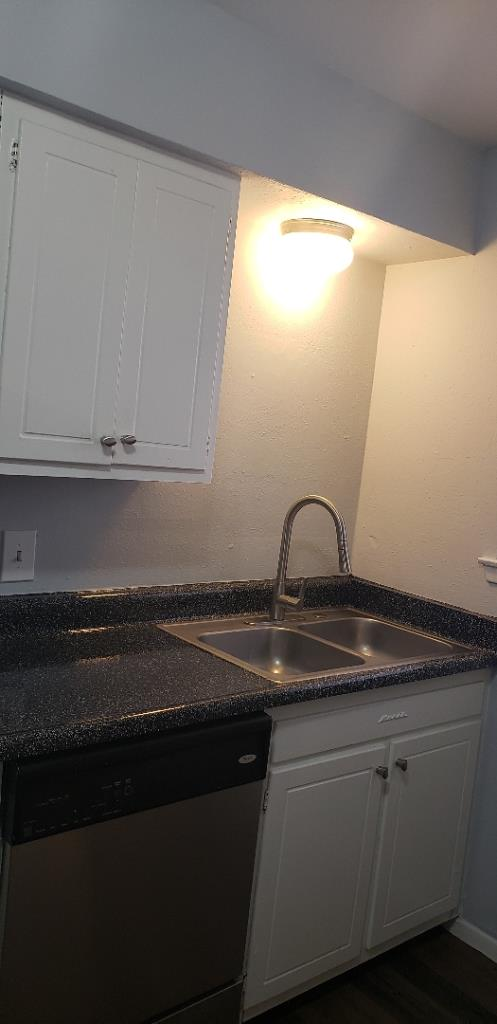 Kitchen at Listing #137536