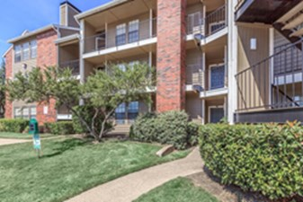 Exterior at Listing #135926