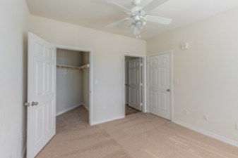 Bedroom at Listing #146485