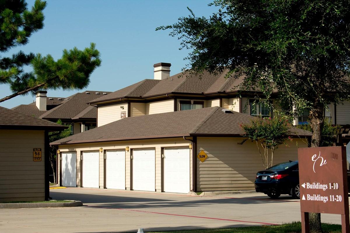 Garages at Listing #147706